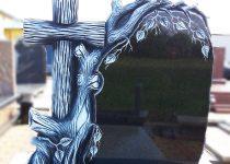 14. Rzeźba Na Nagrobku